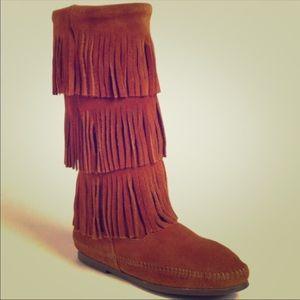Minnatonka fringe boots